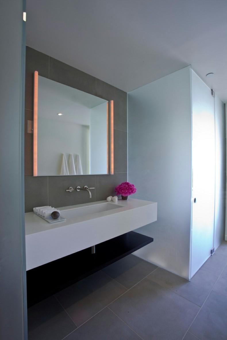 Зеркало в ванную с лампами