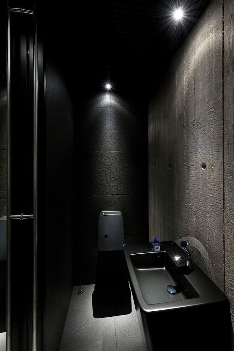 Черная ванная в стиле лофт