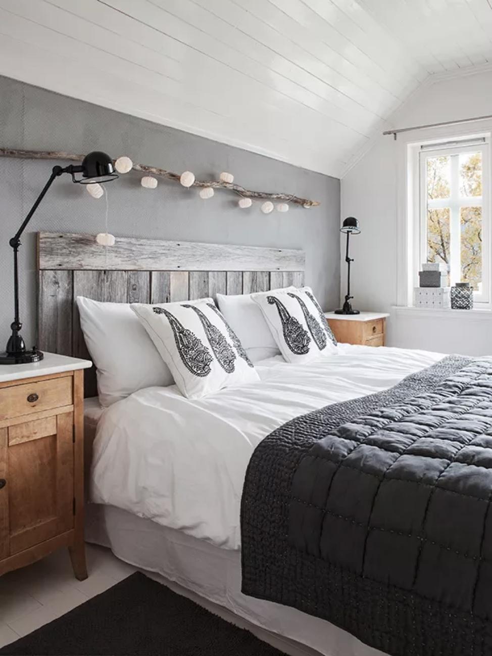 Маленькая спальня в доме на мансарде