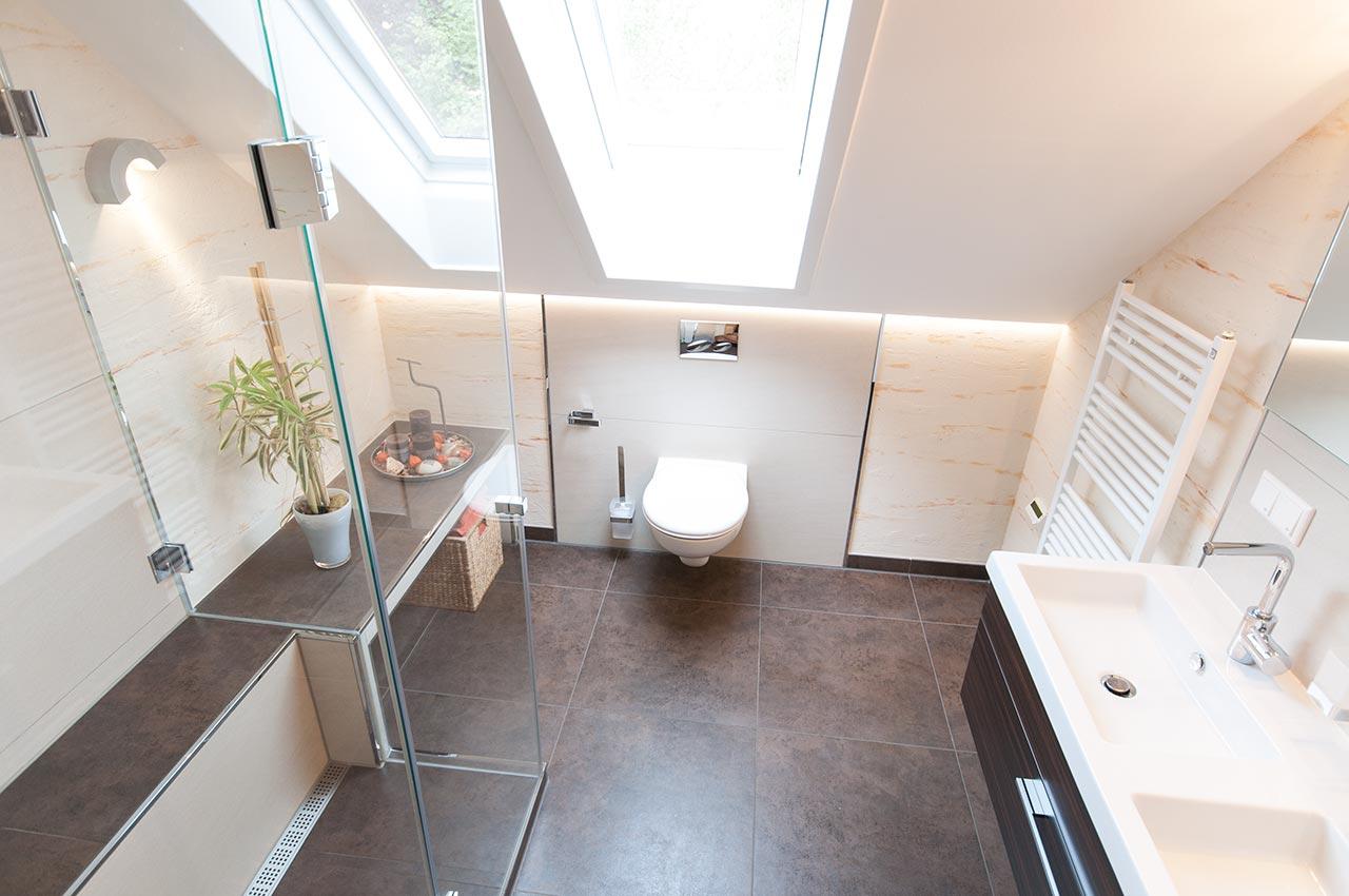 Идеи дизайна маленькой ванной на мансарде