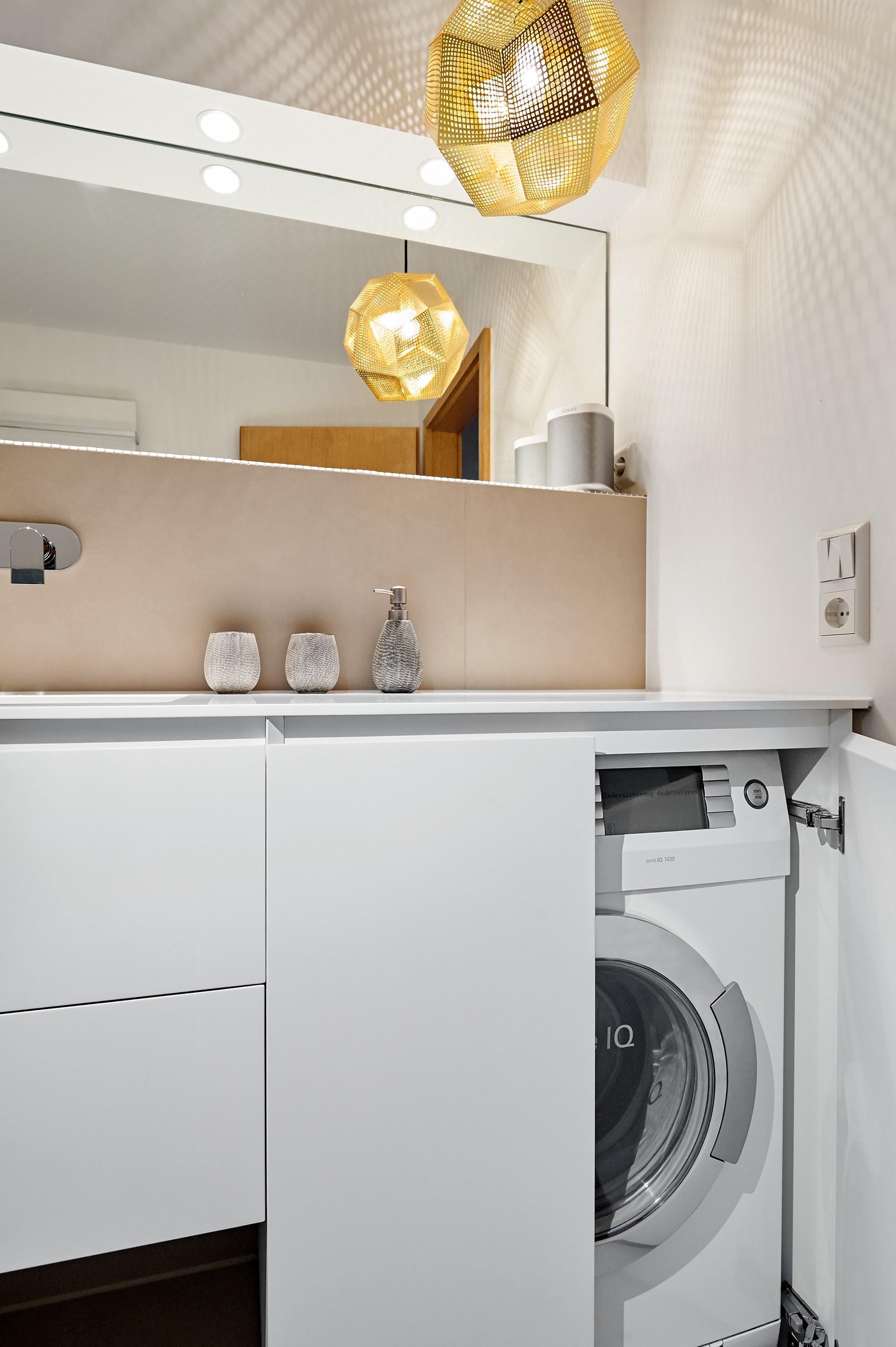 Совмещенная ванная комната со стиральной машинкой