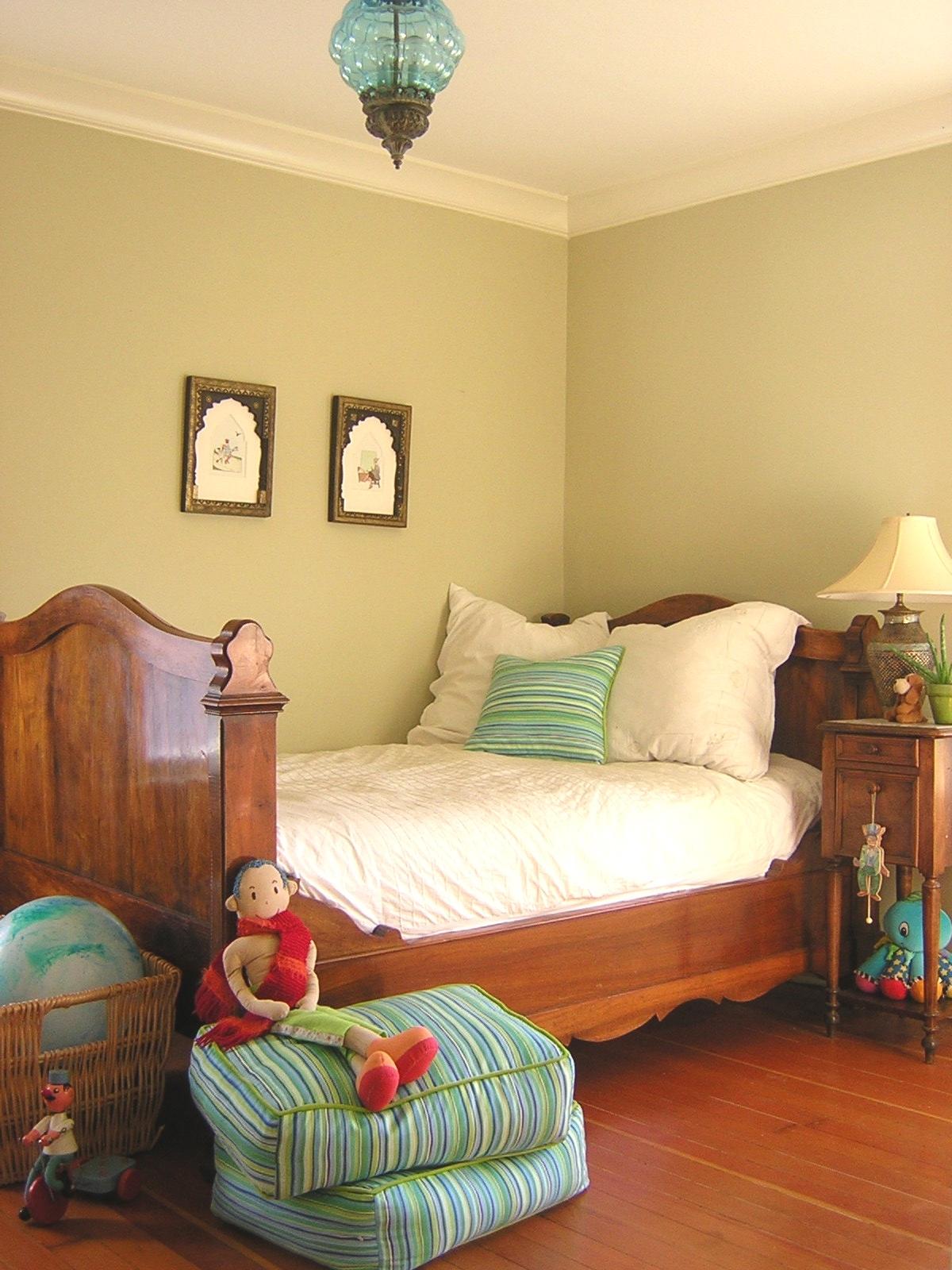 Детская комната в стиле прованс с мебелью из массива