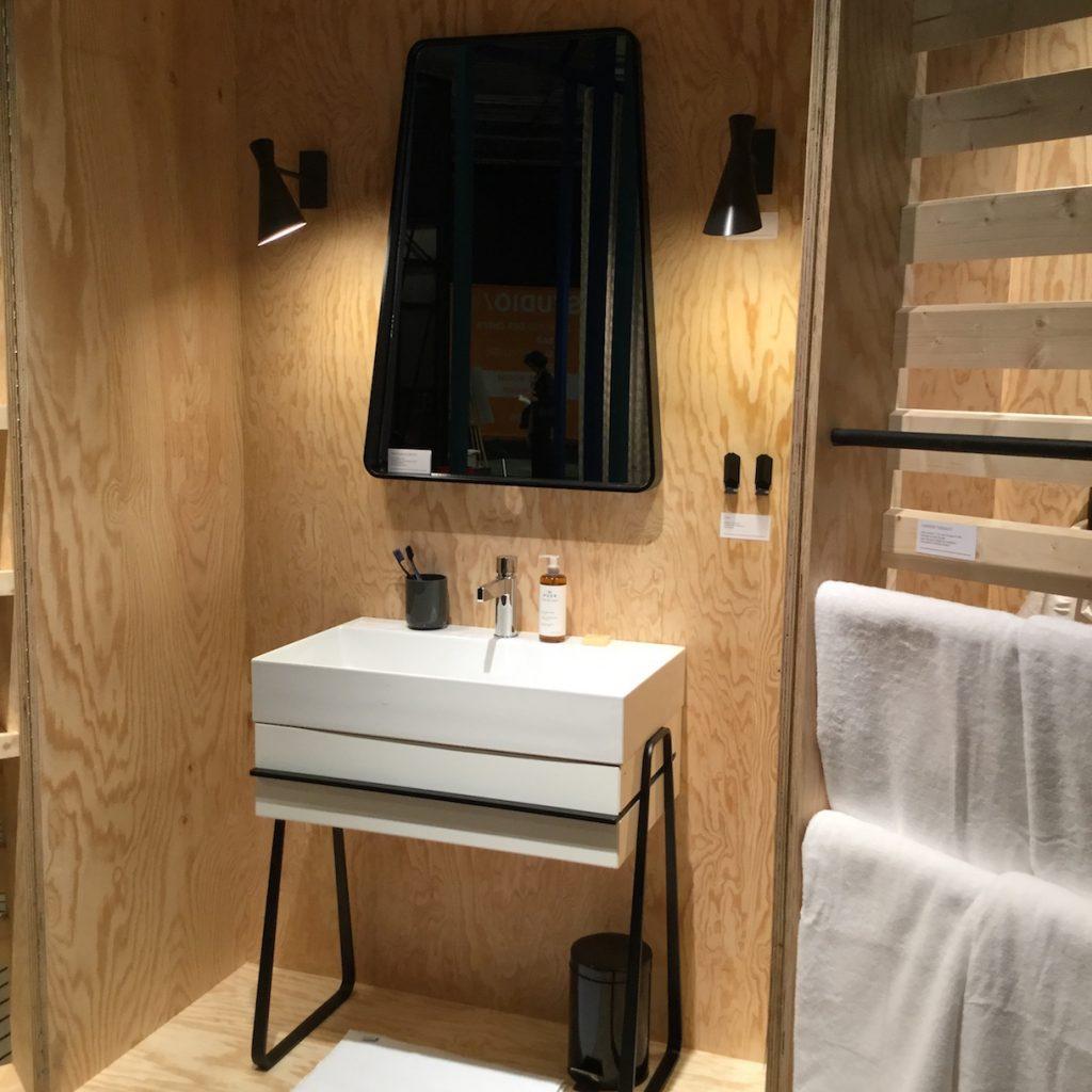 Мебель для ванной металлическая