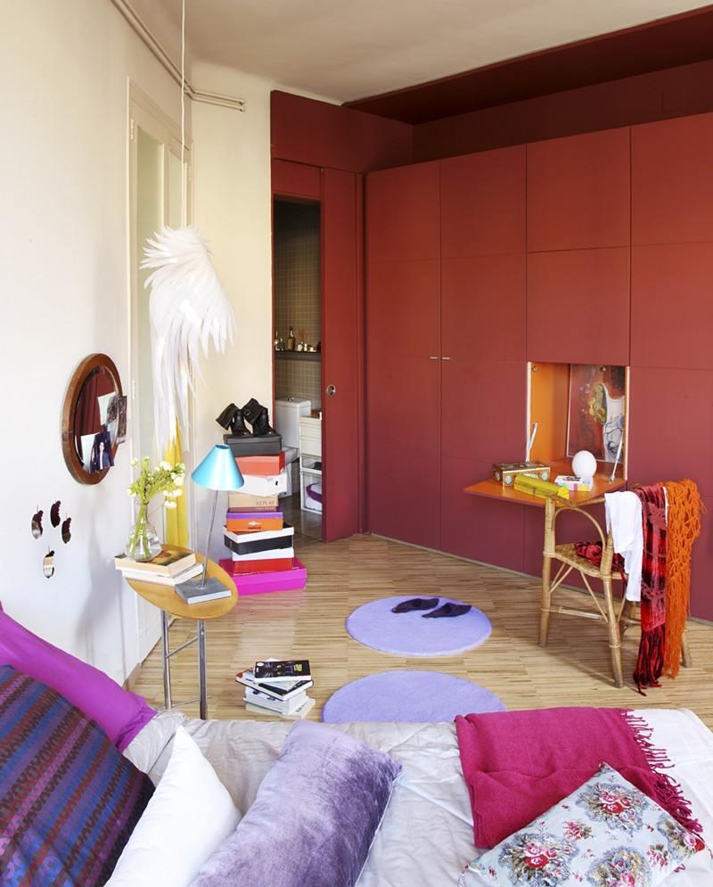Маленькая спальня с модульной мебелью