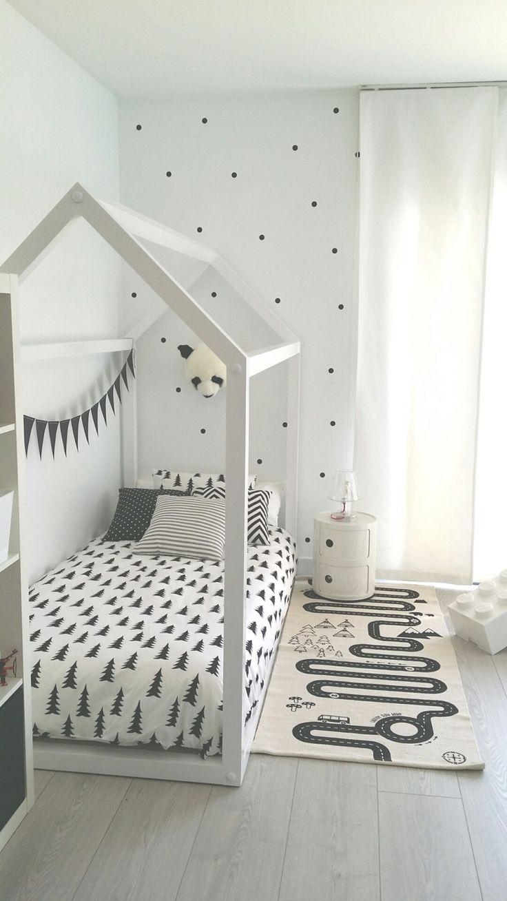 Детская комната для девочки в монохромном стиле