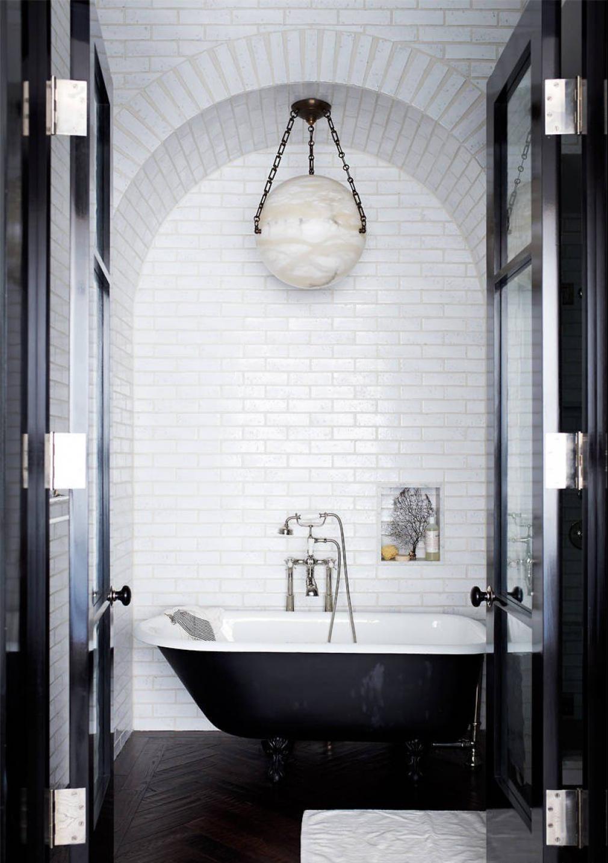 Монохромный дизайн ванной