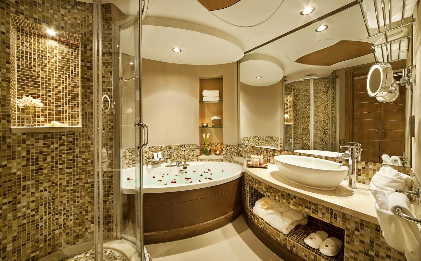Интерьер ванной с мозаикой