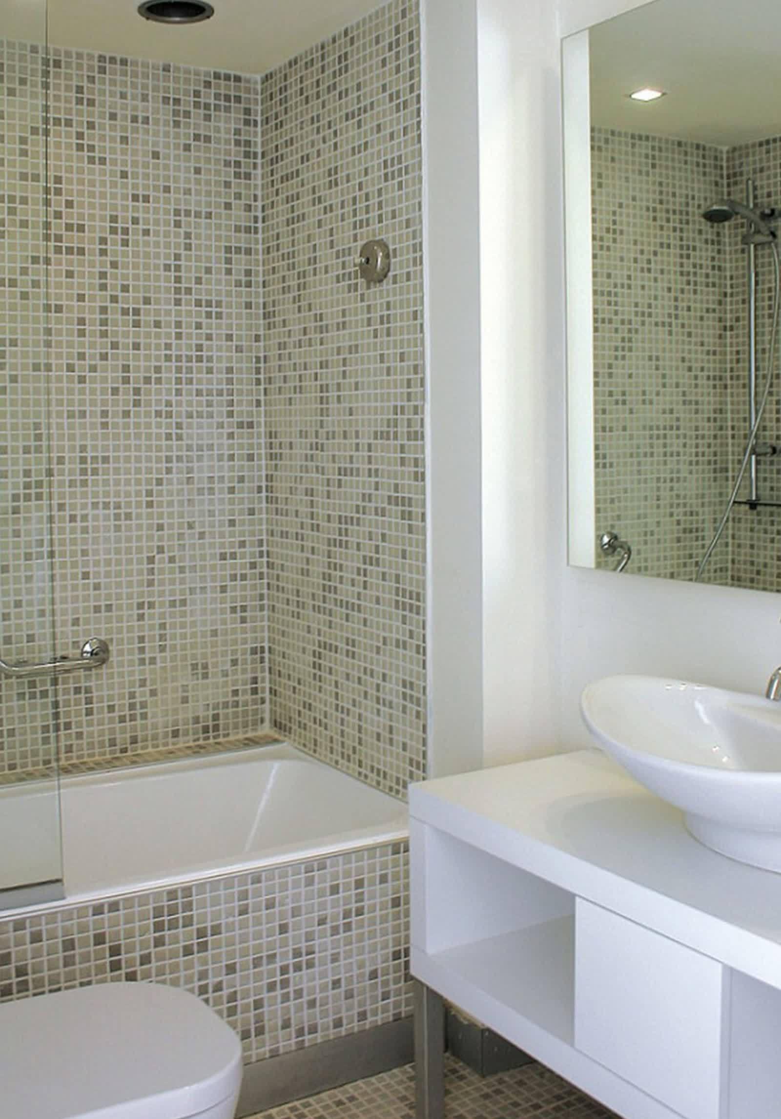 Идеи дизайна маленькой ванной с мозаикой