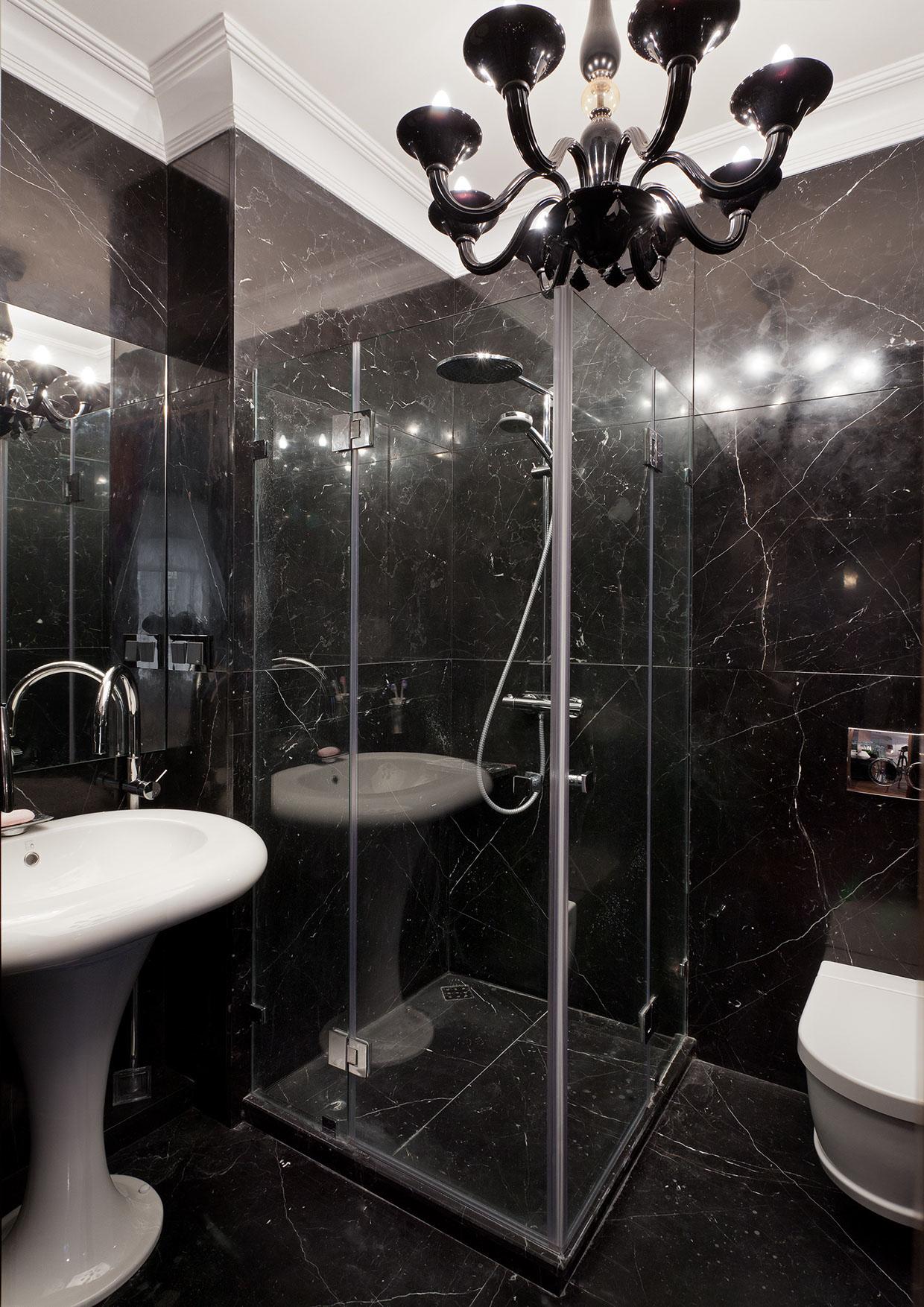 Черный мрамор в ванной