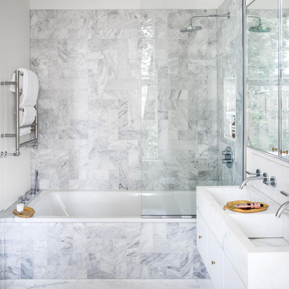Идеи дизайна маленькой ванной с мраморной плиткой