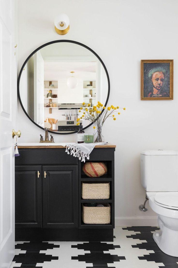 Черно-белая напольная плитка в ванной