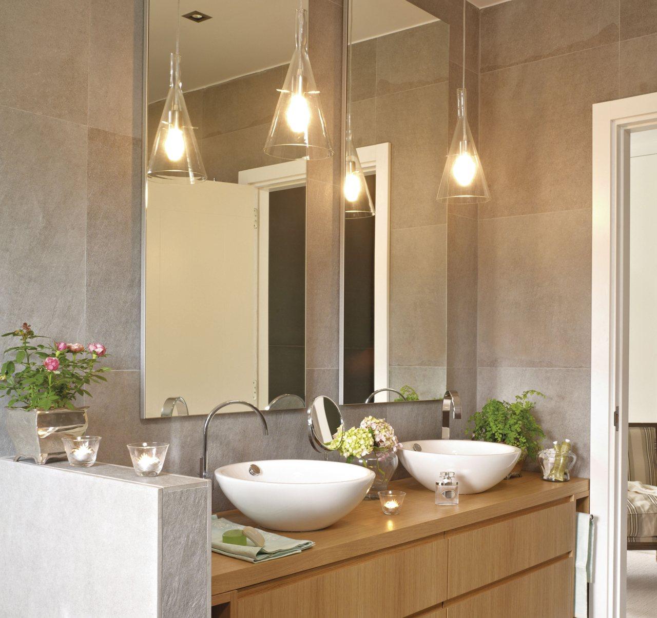Зеркало в ванную настенное