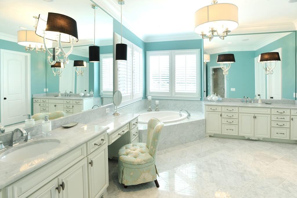 Угловая ванна в стиле неоклассики