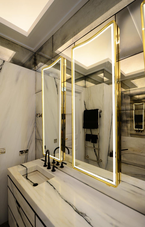 Зеркало в ванную с неоновой подсветкой