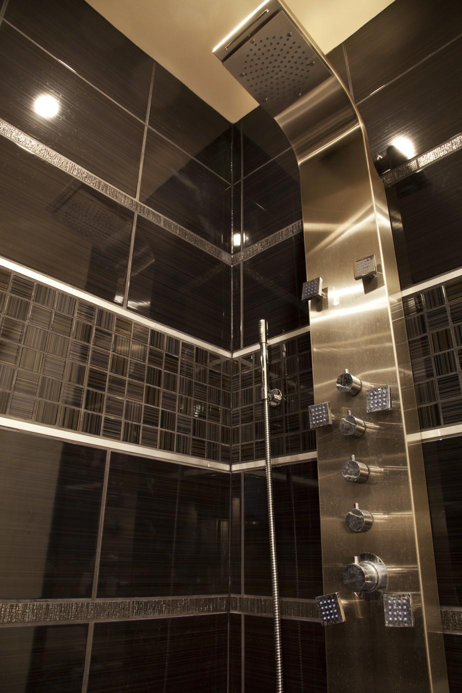 Облицовка ванной с душевой кабиной