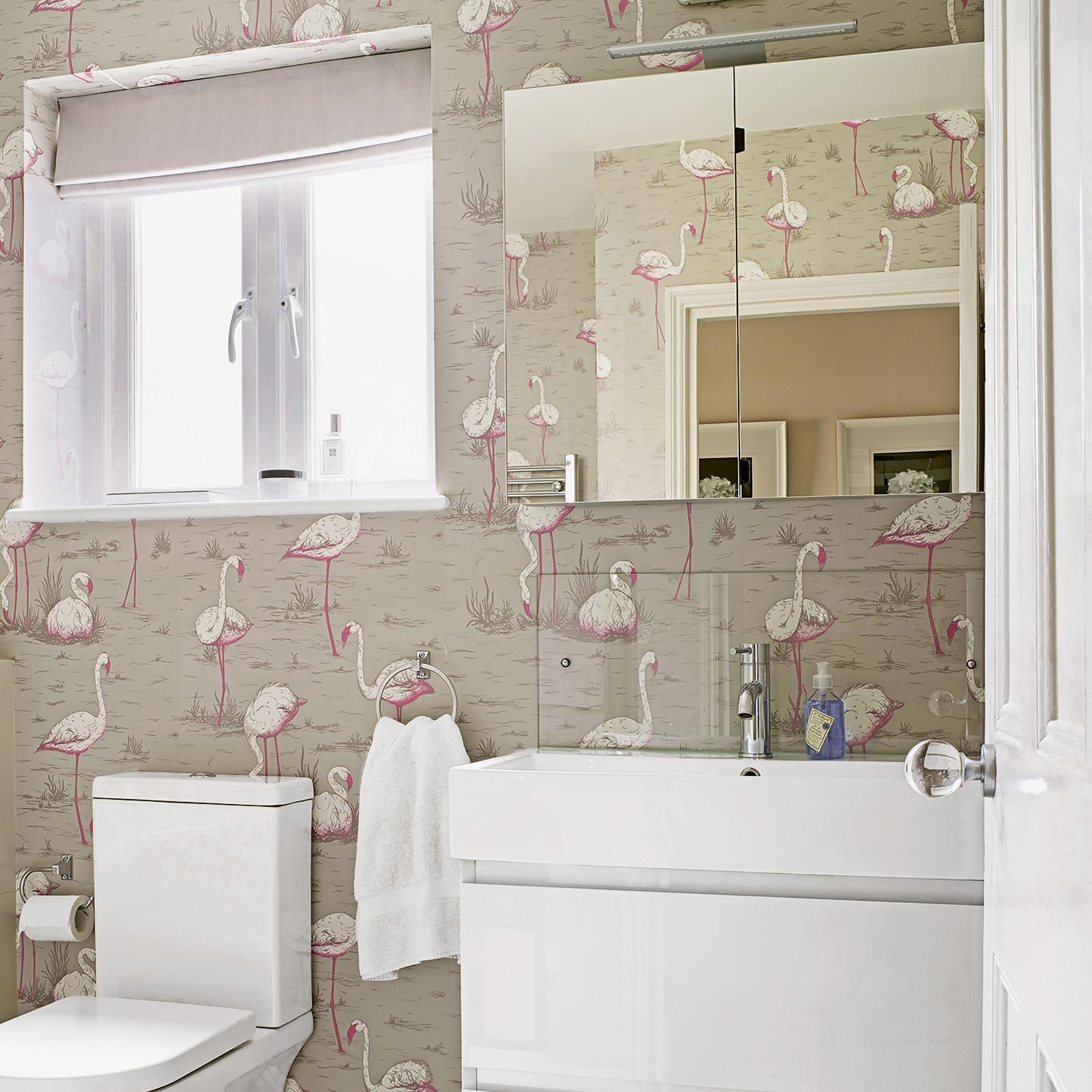 Идеи дизайна маленькой ванной с обоями