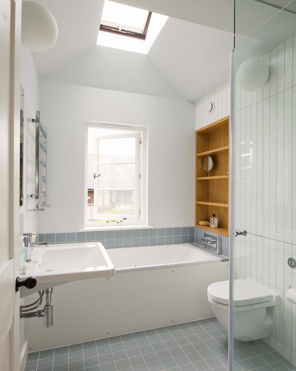 Идеи дизайна маленькой ванной с окном