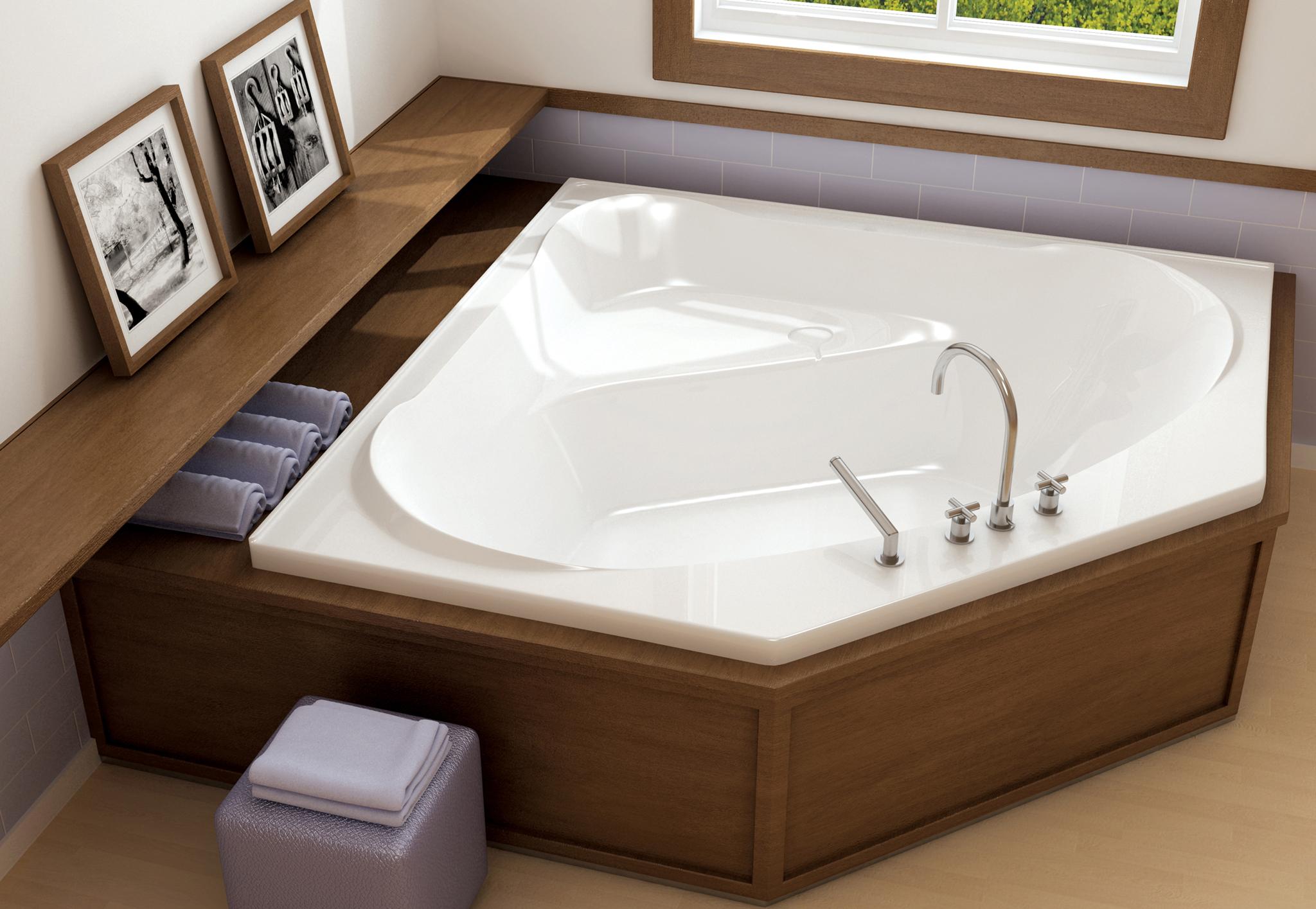 Угловая ванна с панелями