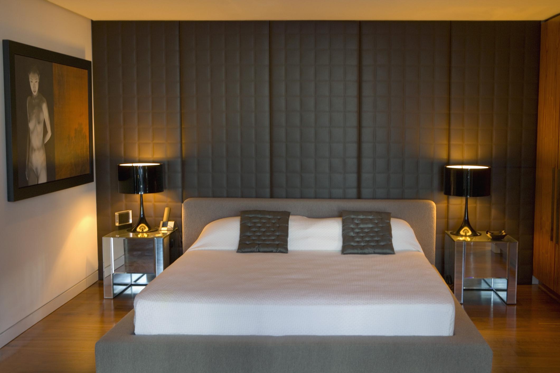 Маленькая спальня с панелями