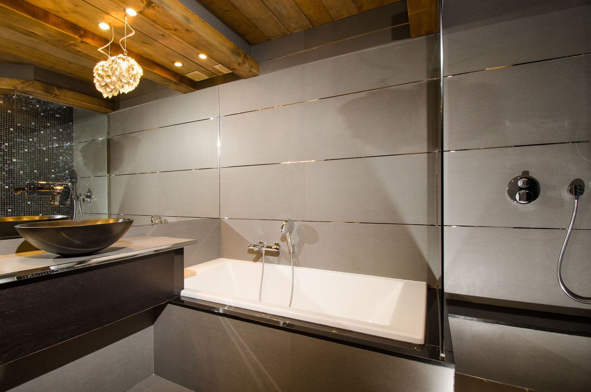 Интерьер ванной с панелями
