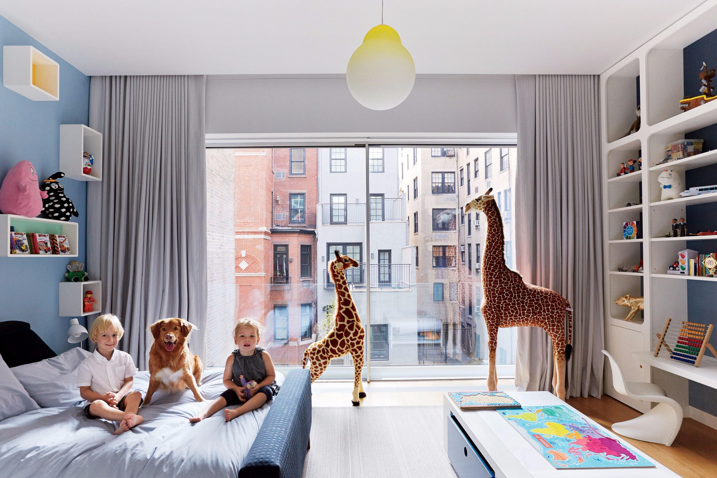 Детская в однокомнатной квартире с панорамным окном