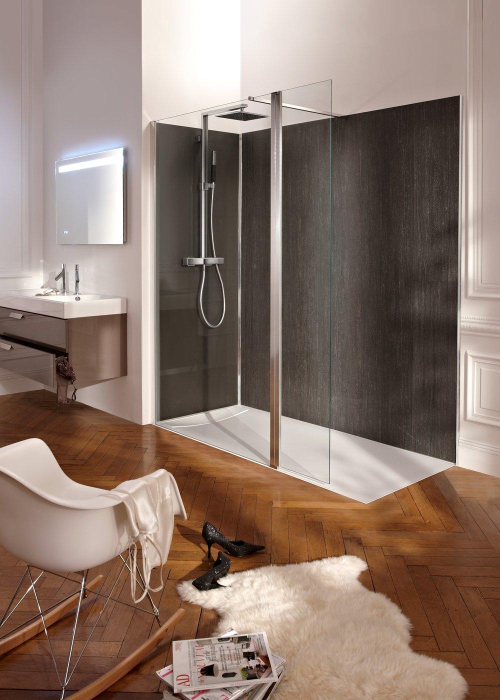 Интерьер ванной с паркетом