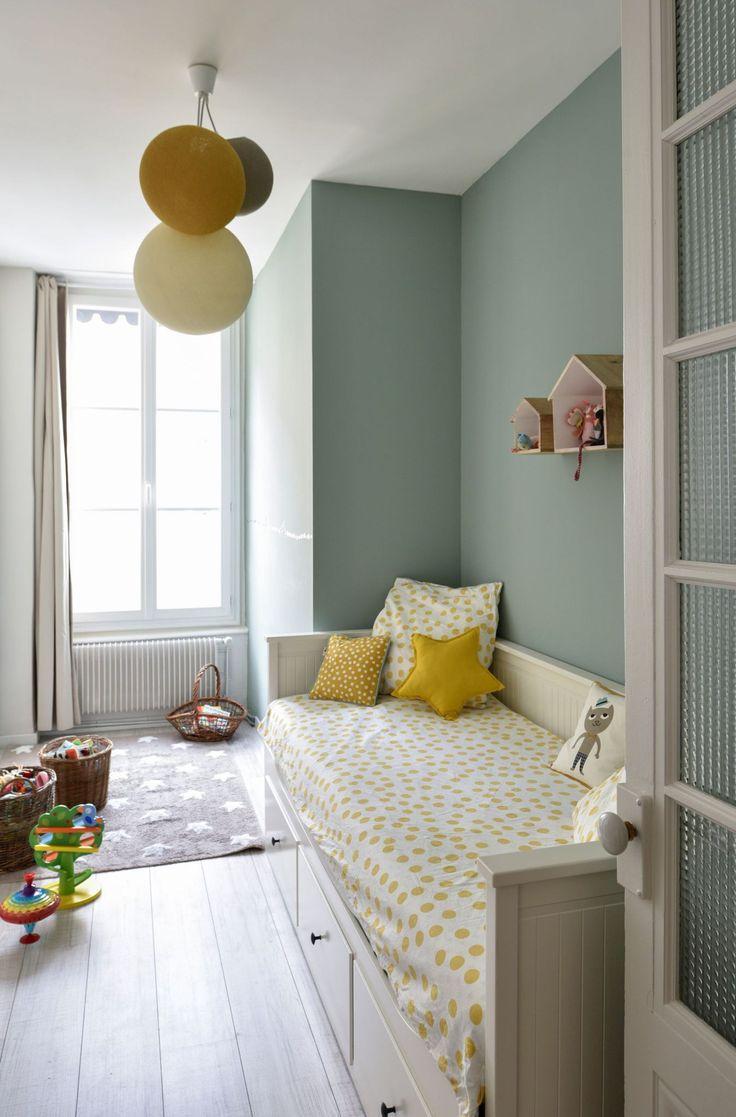 Детская комната в стиле прованс в пастельных тонах