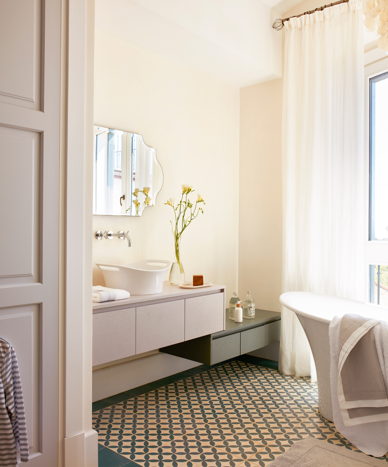 Интерьер ванной в пастельных тонах