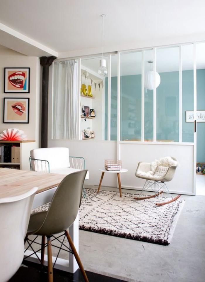 Спальня в однокомнатной квартире с передвижными перегородками