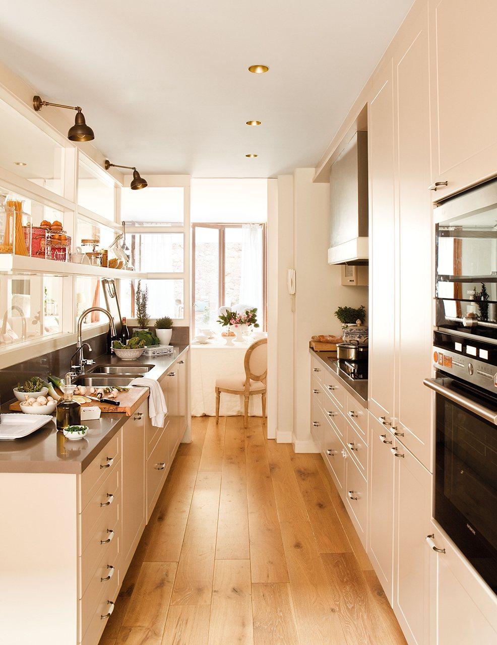 Дизайн маленькой кухни с перегородкой