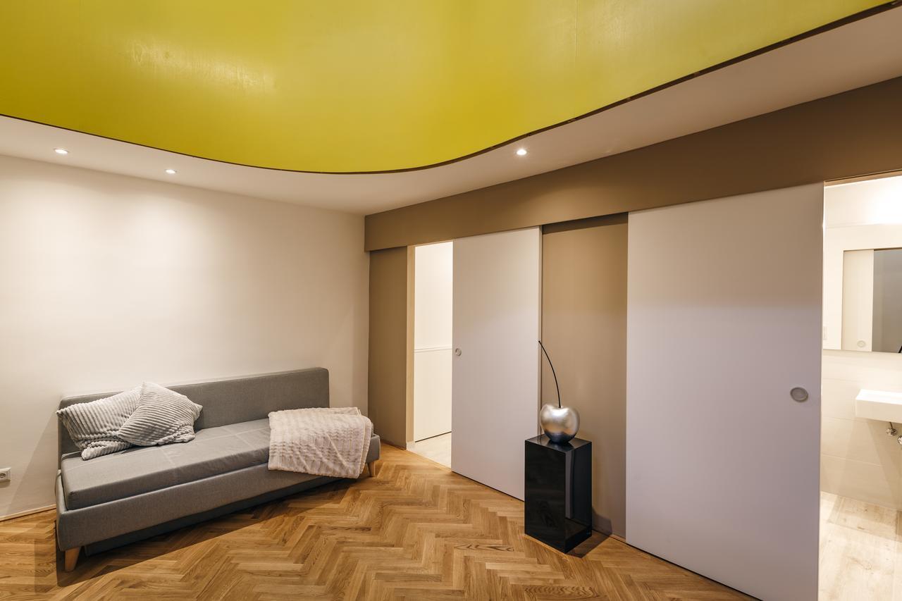 Интерьер квартиры студии с перегородками