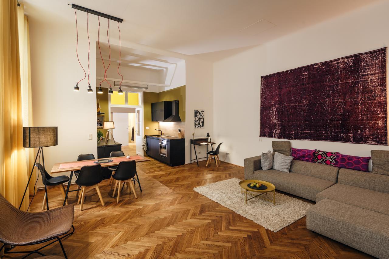 Интерьер квартиры студии в удобной планировке