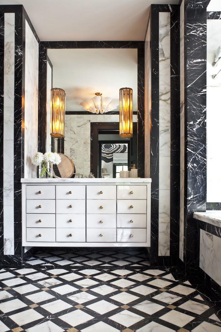 Черная мраморная плитка в ванной комнате