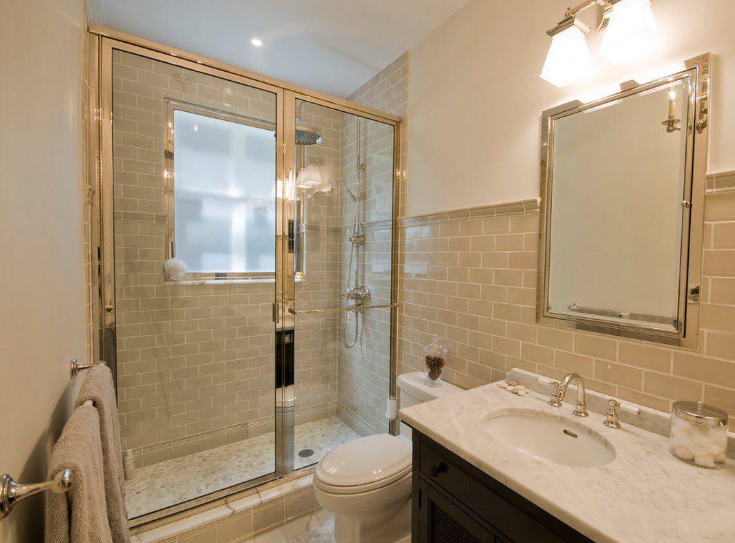Совмещенная ванная комната с отделкой плиткой