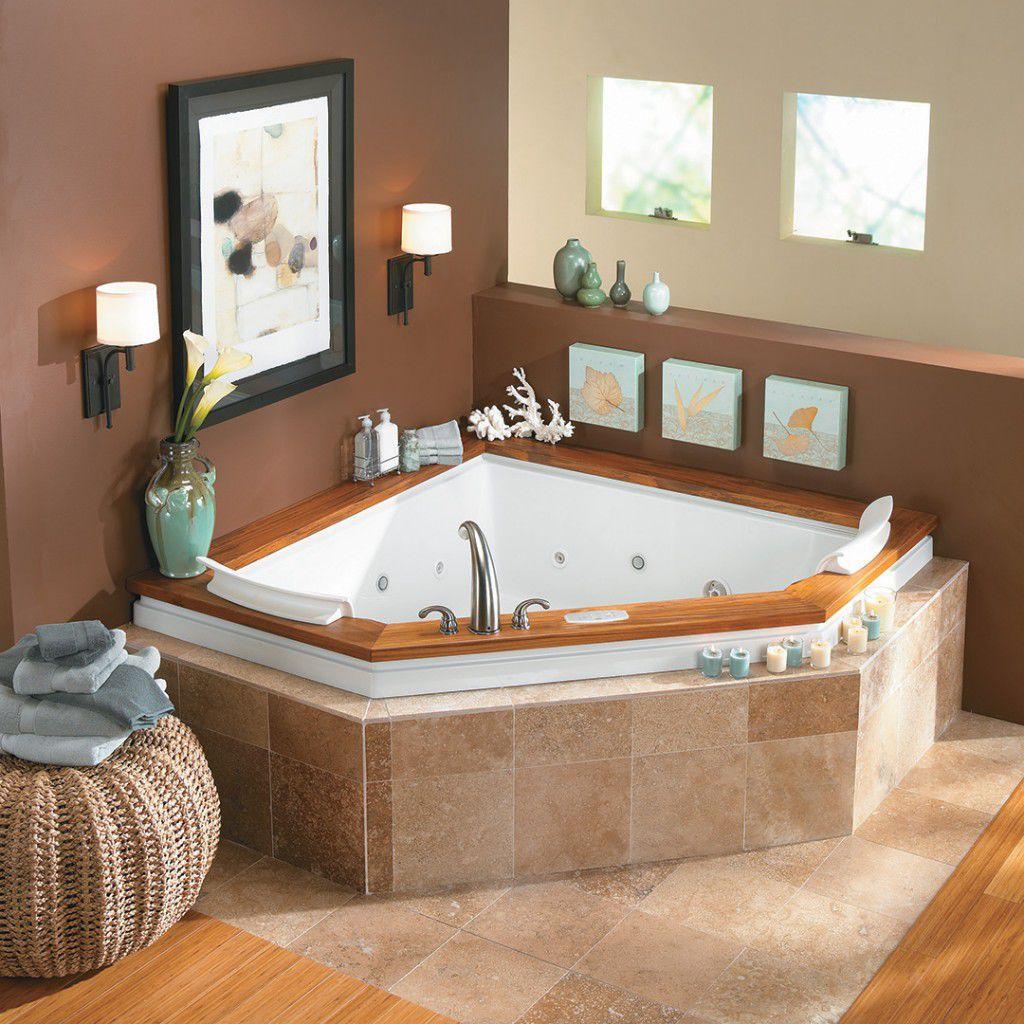 Угловая ванна с плиткой на бортиках