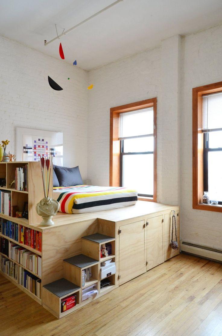 Спальня в однокомнатной квартире с подиумом