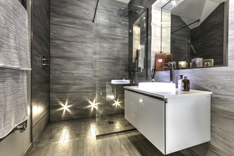 Интерьер ванной с подсветкой