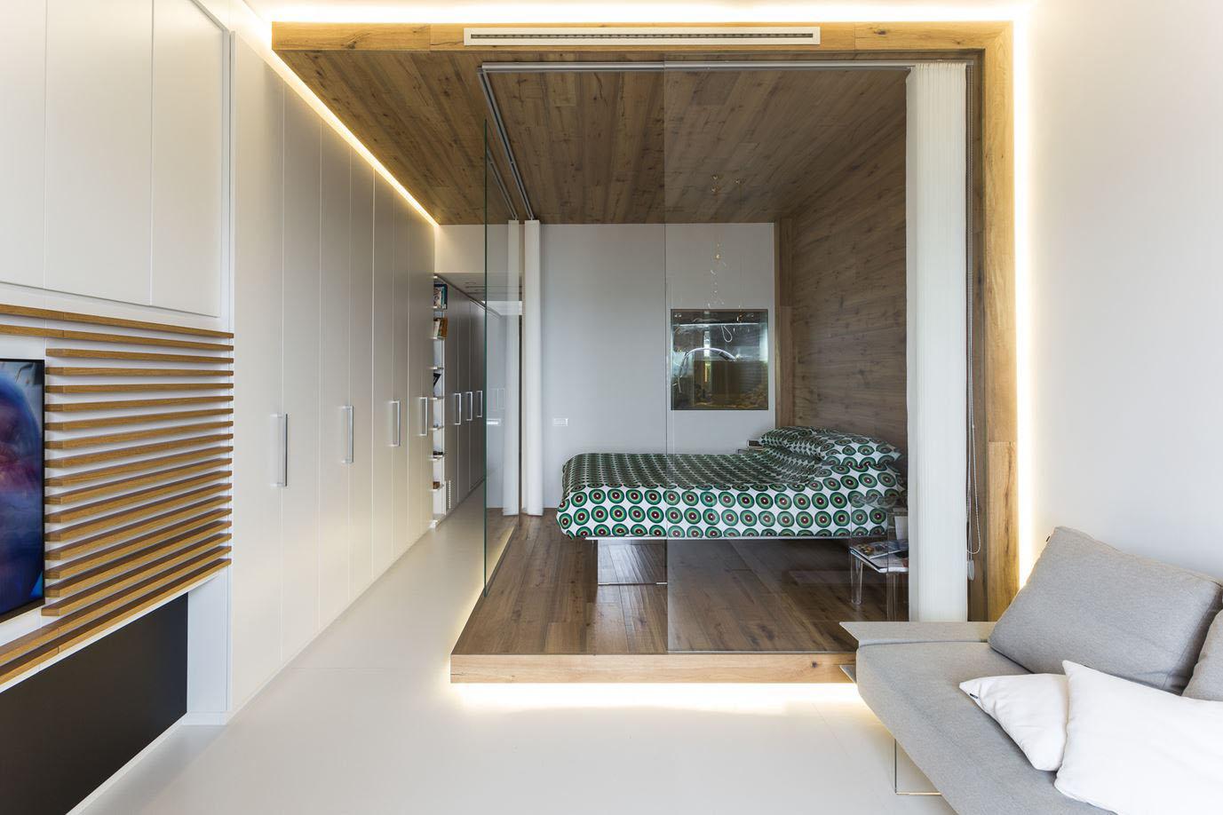 Спальня в однокомнатной квартире с подсветкой