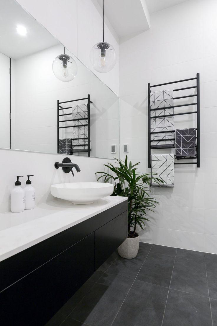 Черная подвесная мебель в ванной