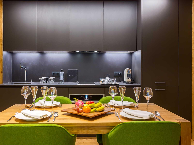 Кухня 9 кв м с подвесными шкафчиками