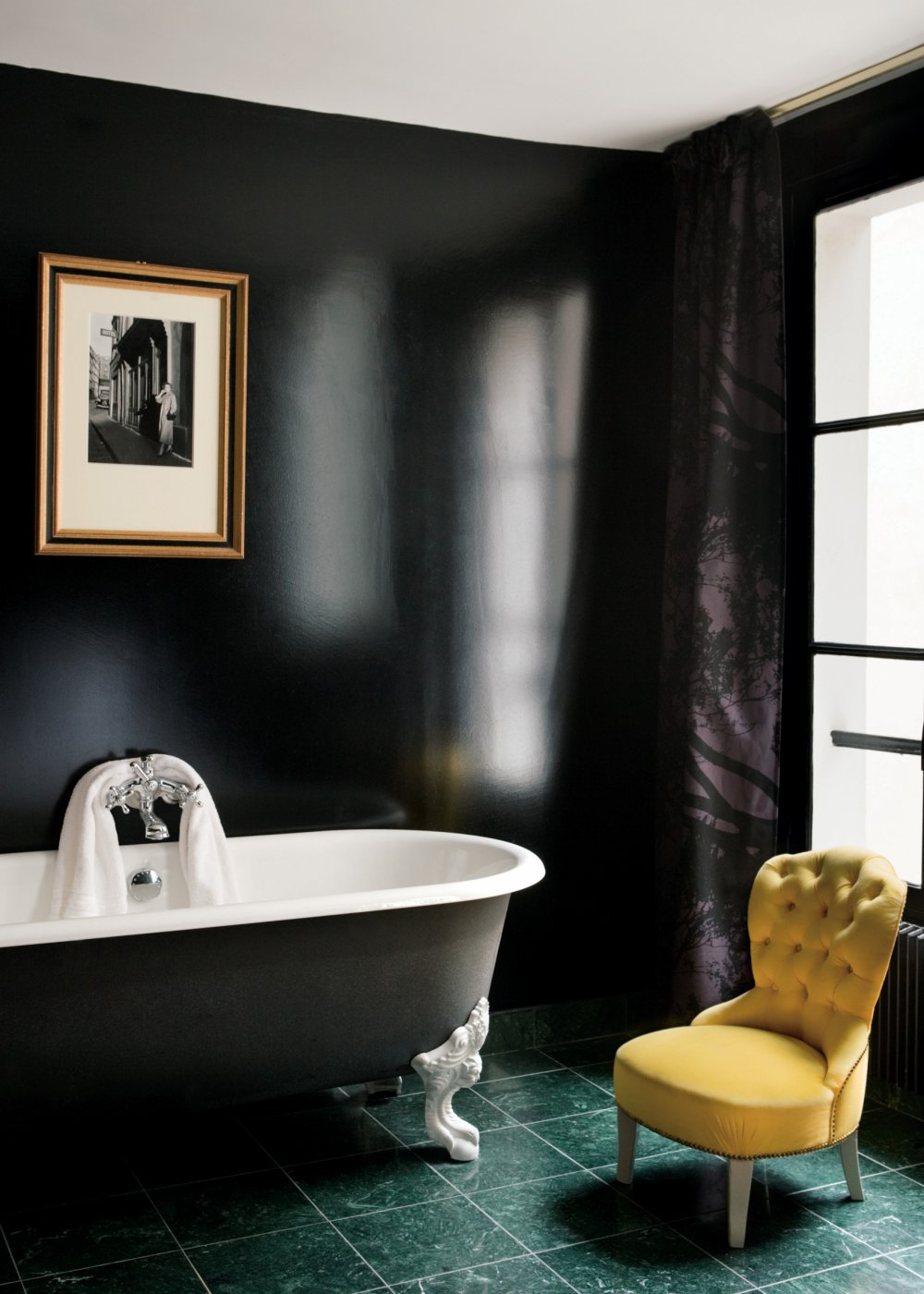 Покраска ванной в черный