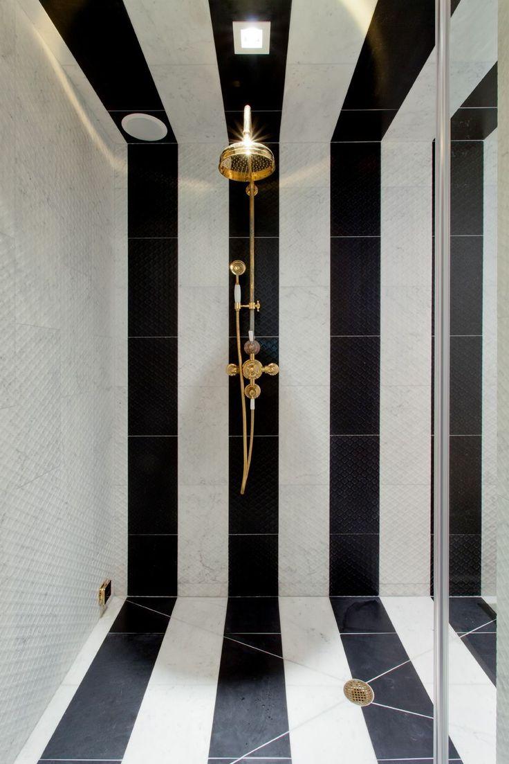 Черно-белые полосы в ванной