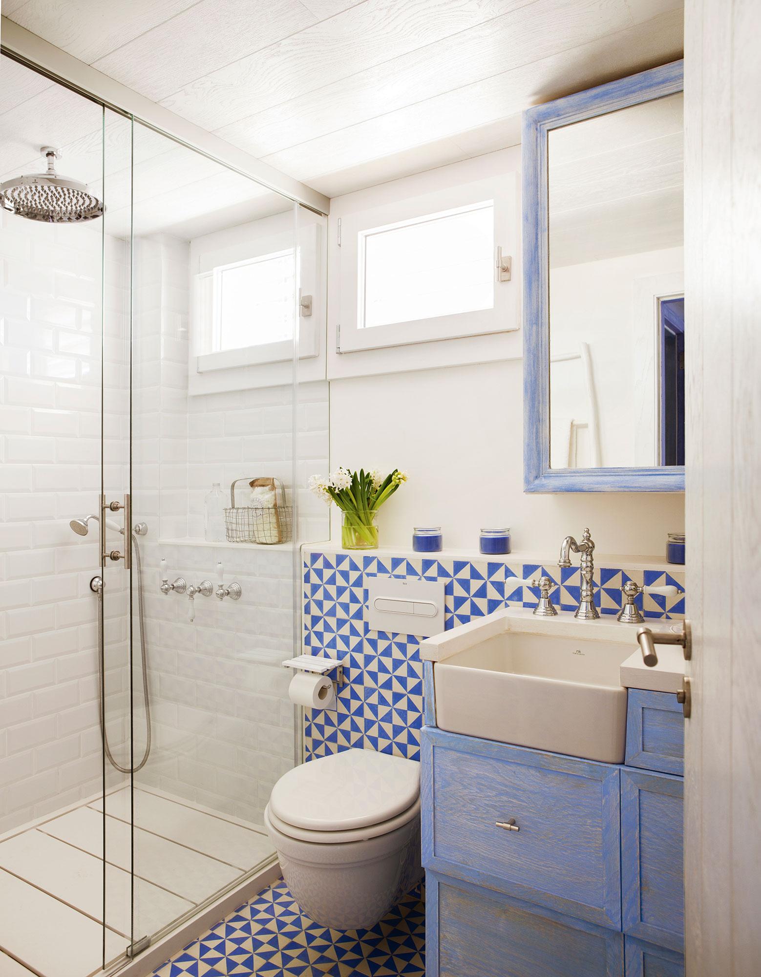 Маленькая ванная комната в стиле прованс