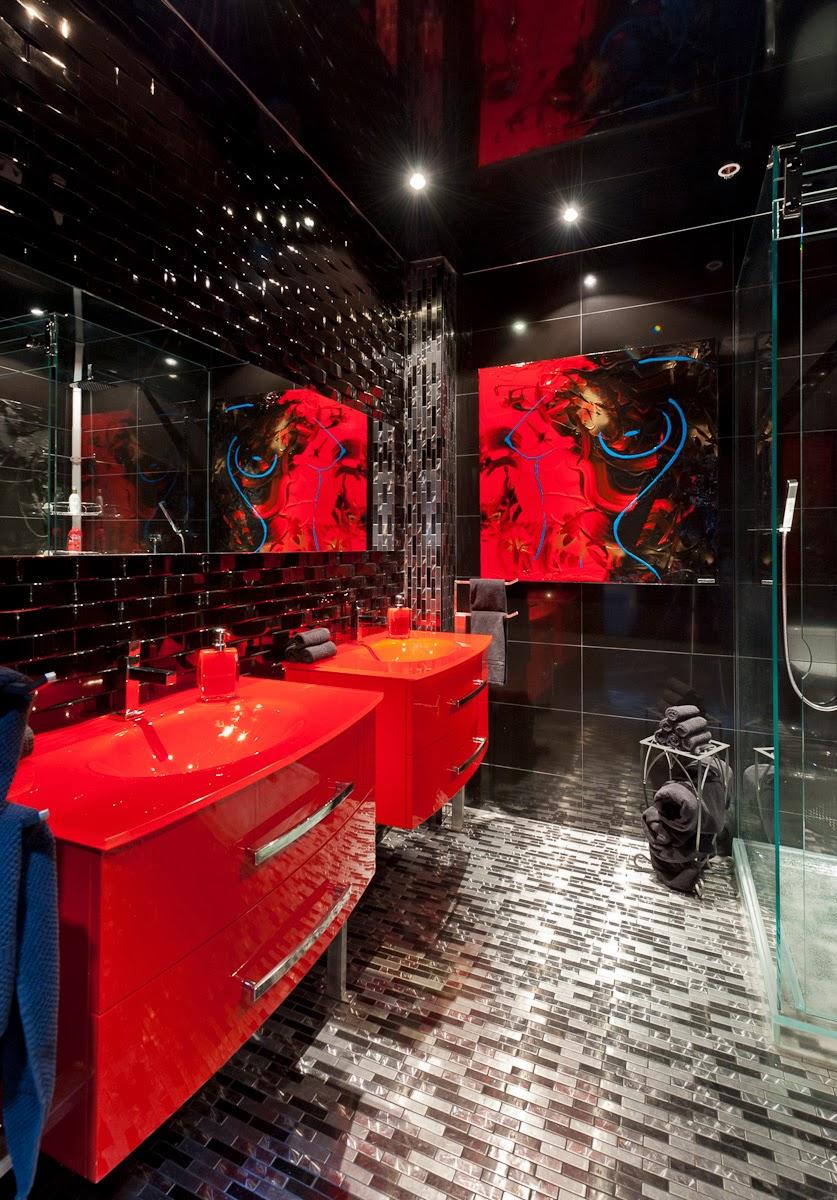 Красная раковина в ванной