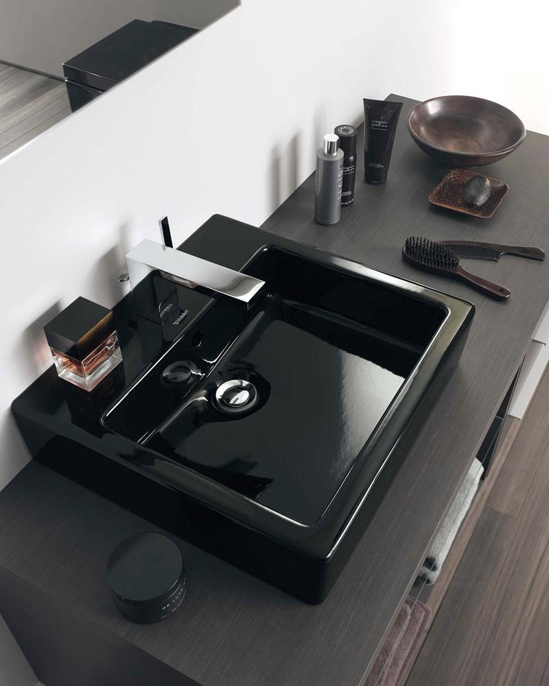 Черная раковина в ванной