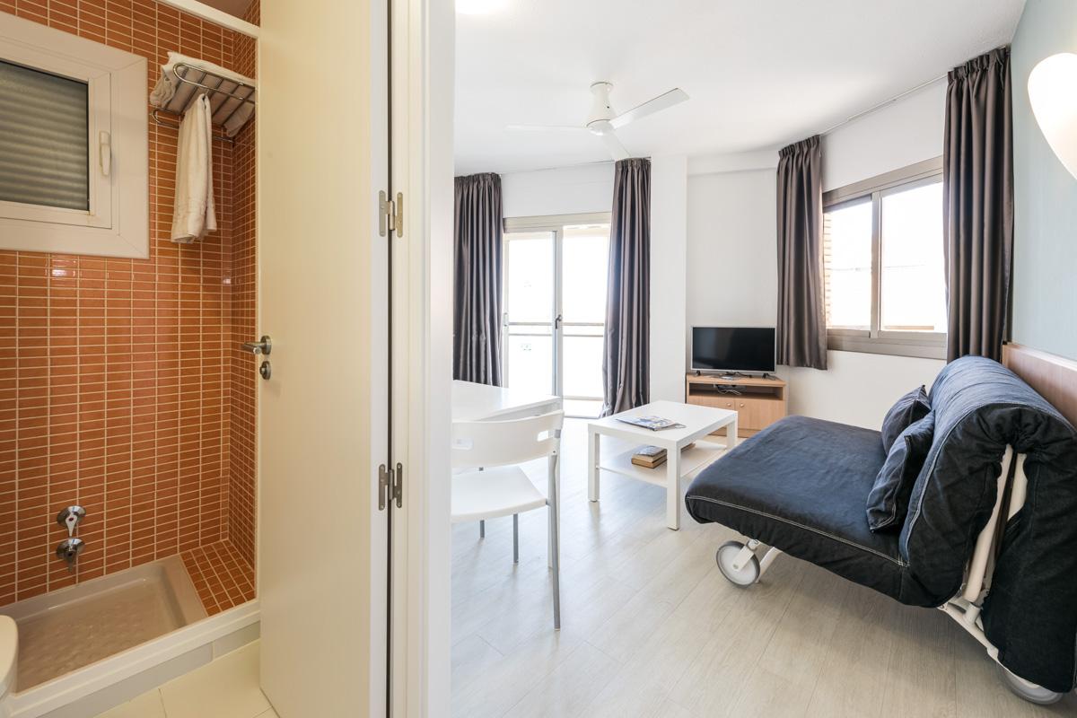 Интерьер квартиры студии с раскладной мебелью