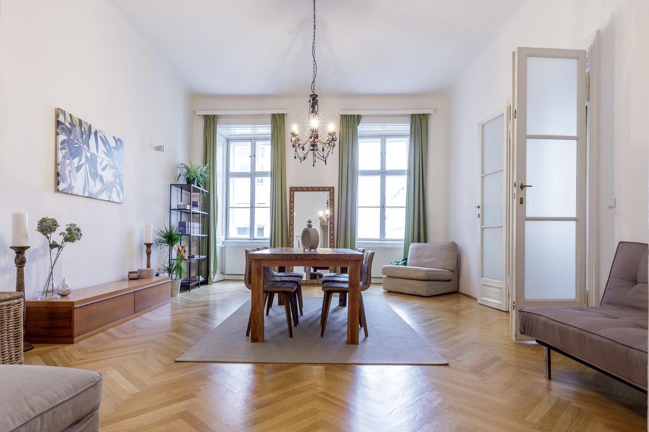 Интерьер квартиры студии в стиле ретро