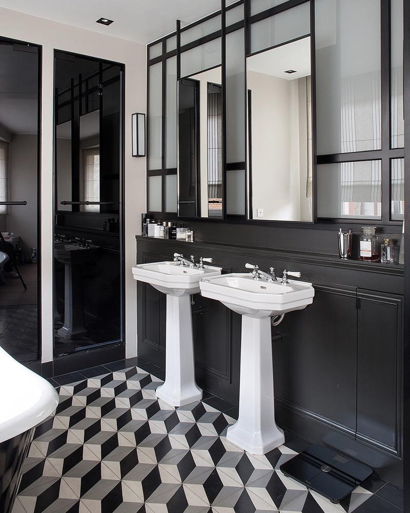 Черная ванная в стиле ретро