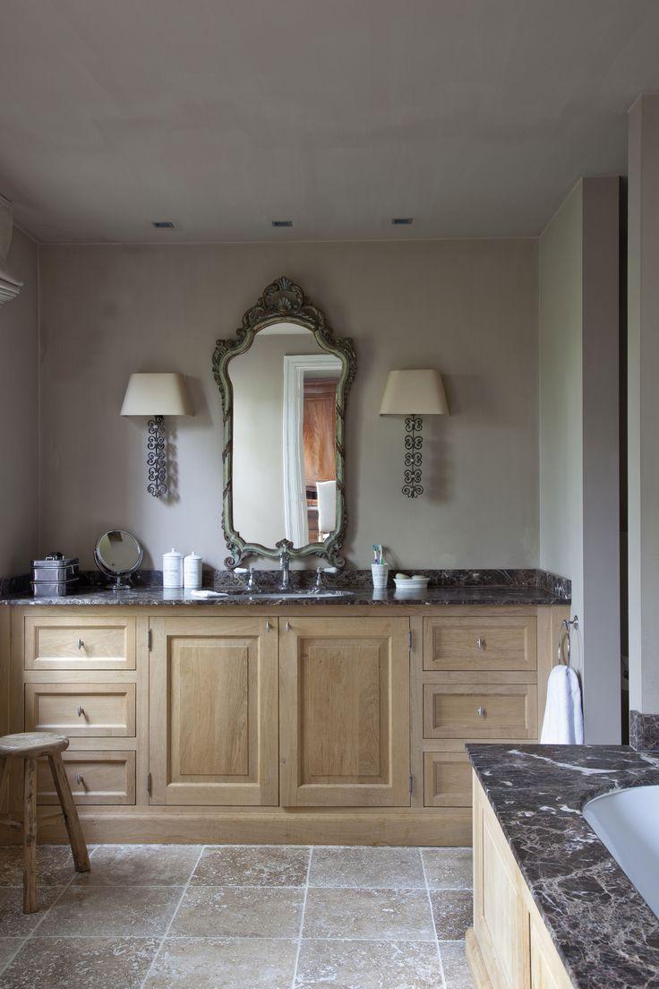 Зеркало в ванную комнату резное