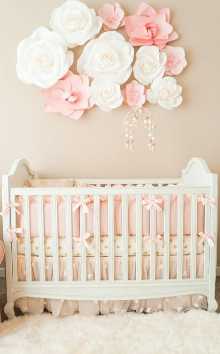 Комната для новорожденного с бумажными розами